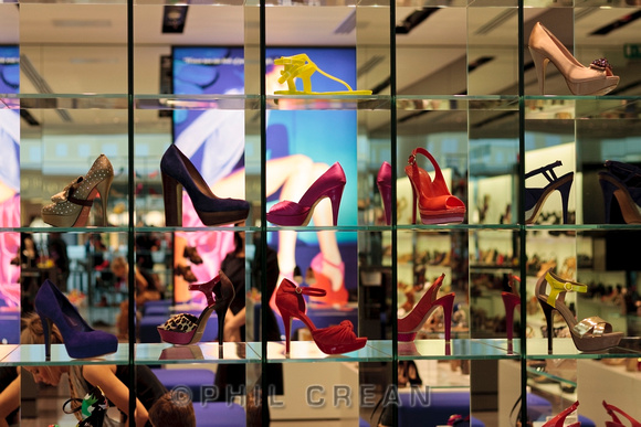 Are you looking for new pair of shoes? Well, there's a wide choice of shoe stores in Rotterdam. In the big shopping areas you'll come across shoe stores