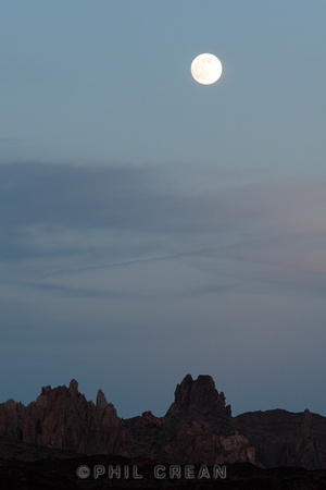 The full moon at dusk above the crater of the Las Canadas del Teide